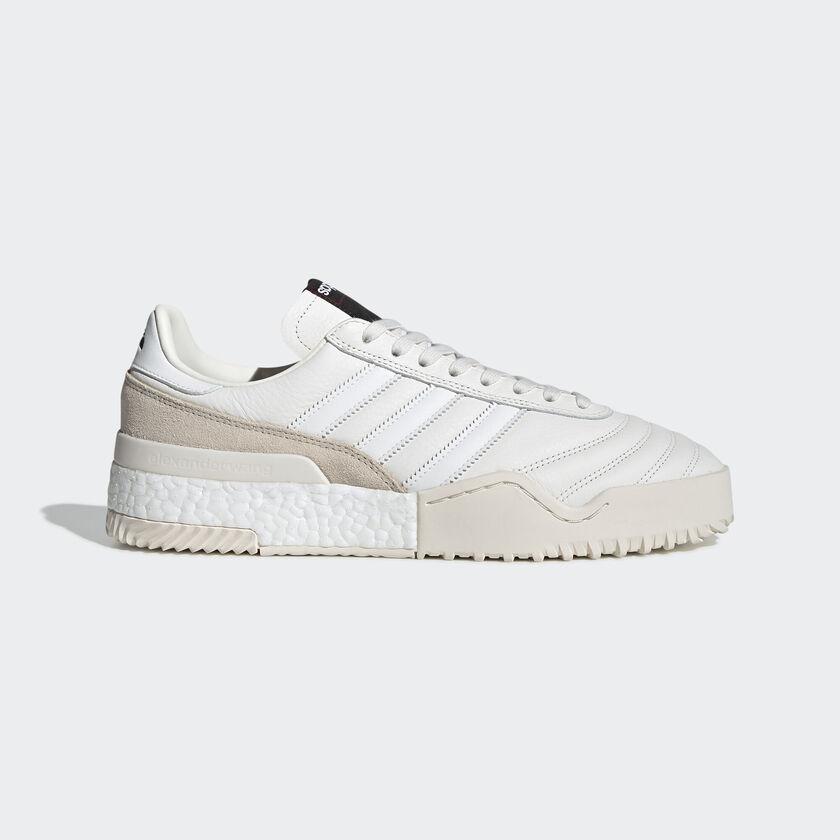 blackpink lisa white shoes