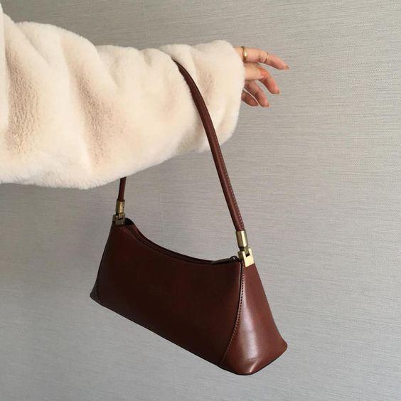 Boxy shoulder bag in brown