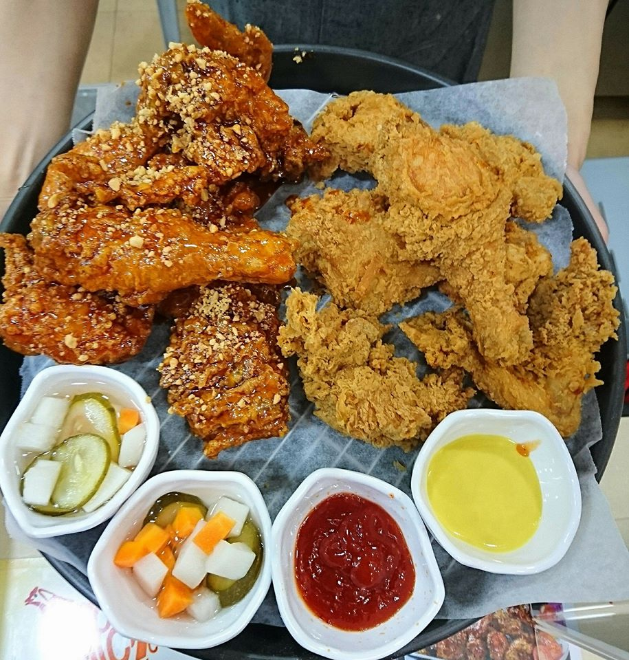 Waker Chicken stall in ci yuan hawker centre in toa payoh best authentic korean fried chicken in singapore