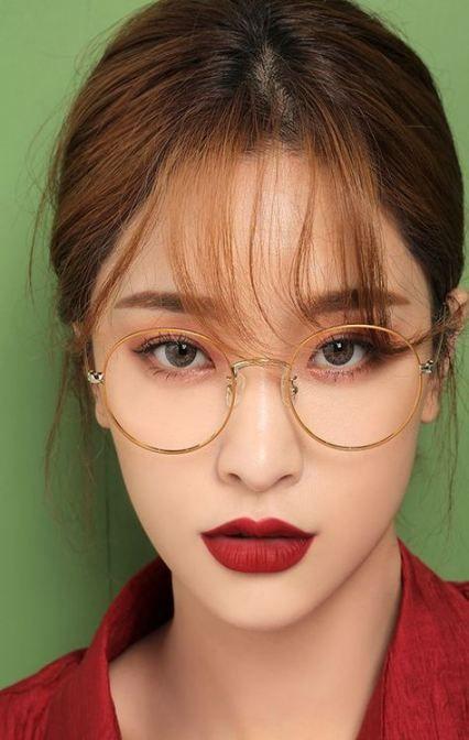 make eyes look bigger with makeup for glasses mascara and brown eyeshadow