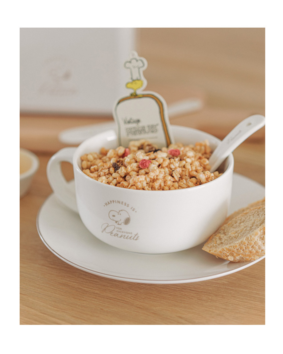 Snoopy brunch set with cereal and bread