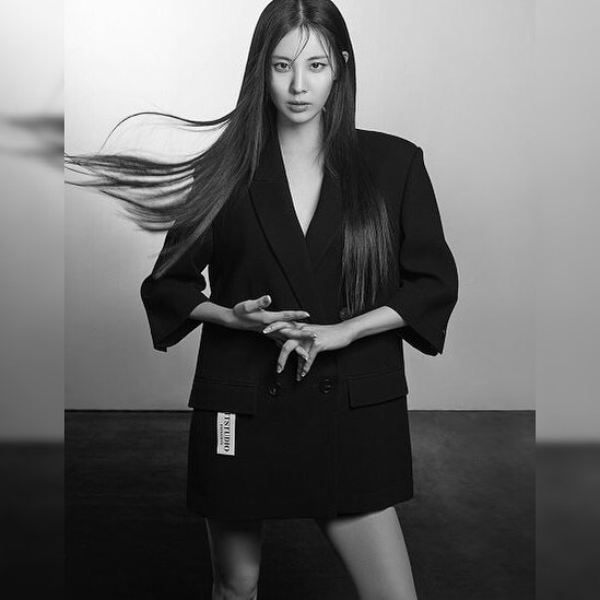Seohyun wearing all black with straight hair