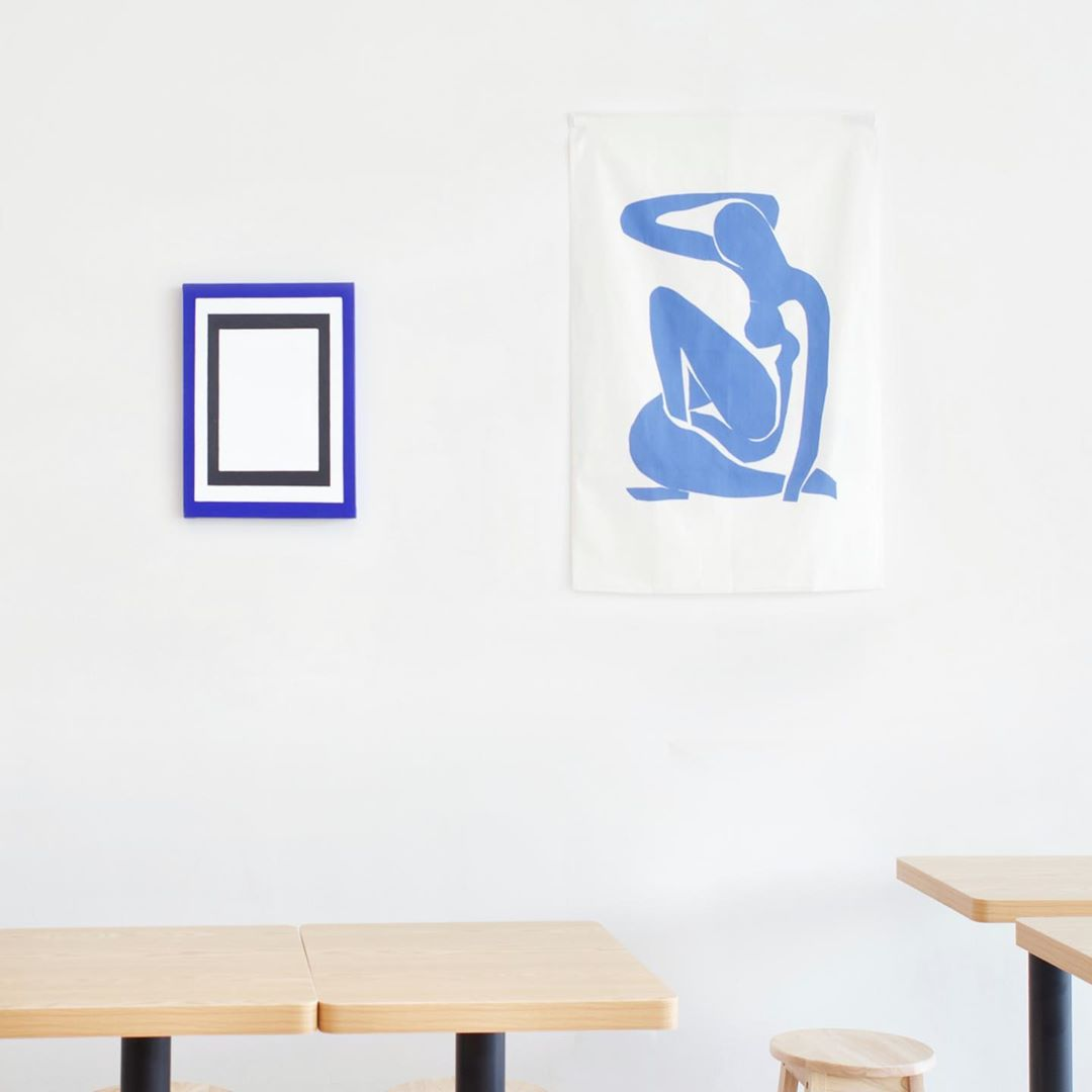 Kong Cafe white wall with minimalist blue wall decor