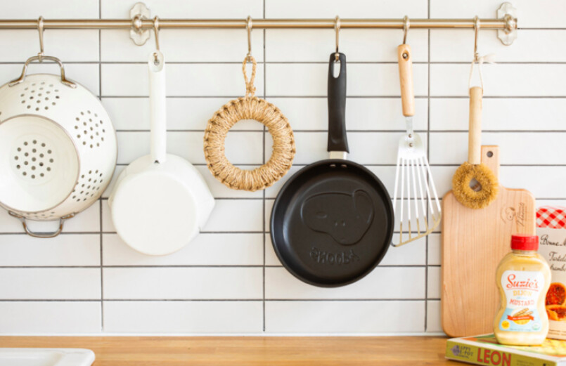 10x10 snoopy frying pan in kitchen