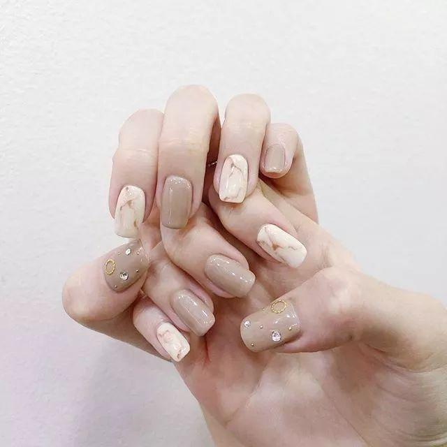 nude milk tea beige nail art