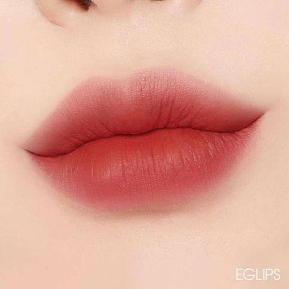 Gradient lip look with blur lip outline