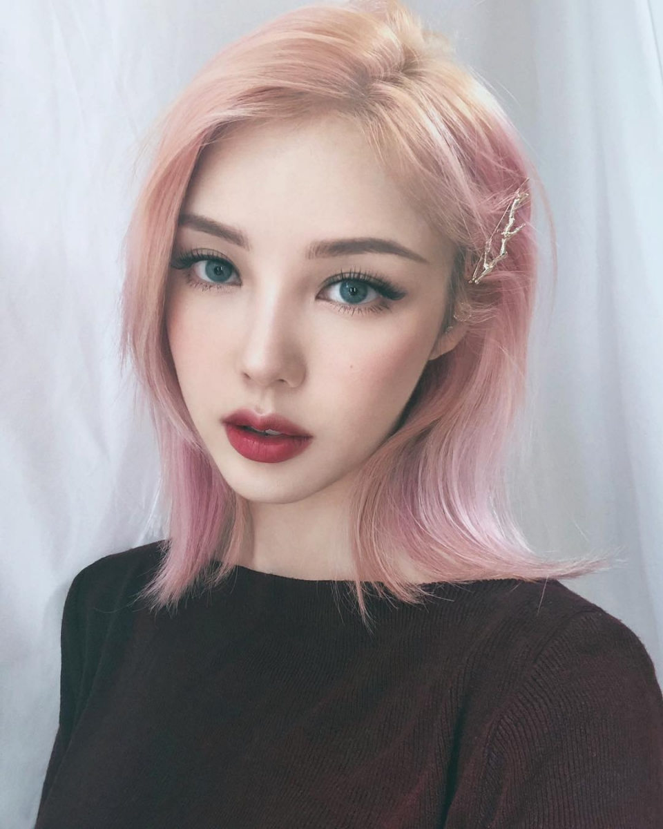 pony with short pink hair