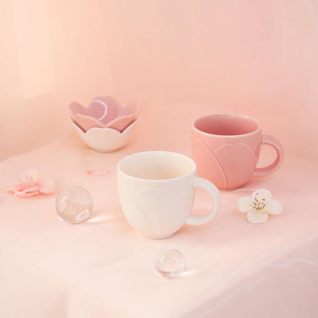 Daiso Korea Dreaming Blossom ceramic mug white and pink