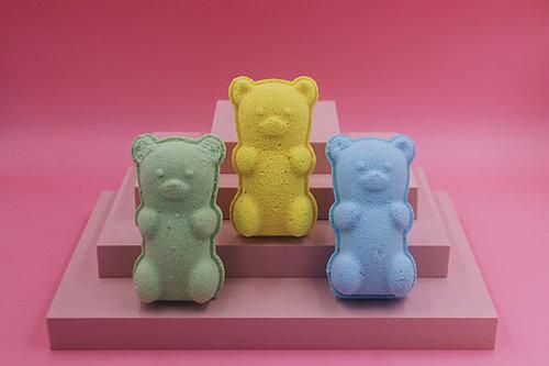 Nude & Jar Gummy Bear bath bombs