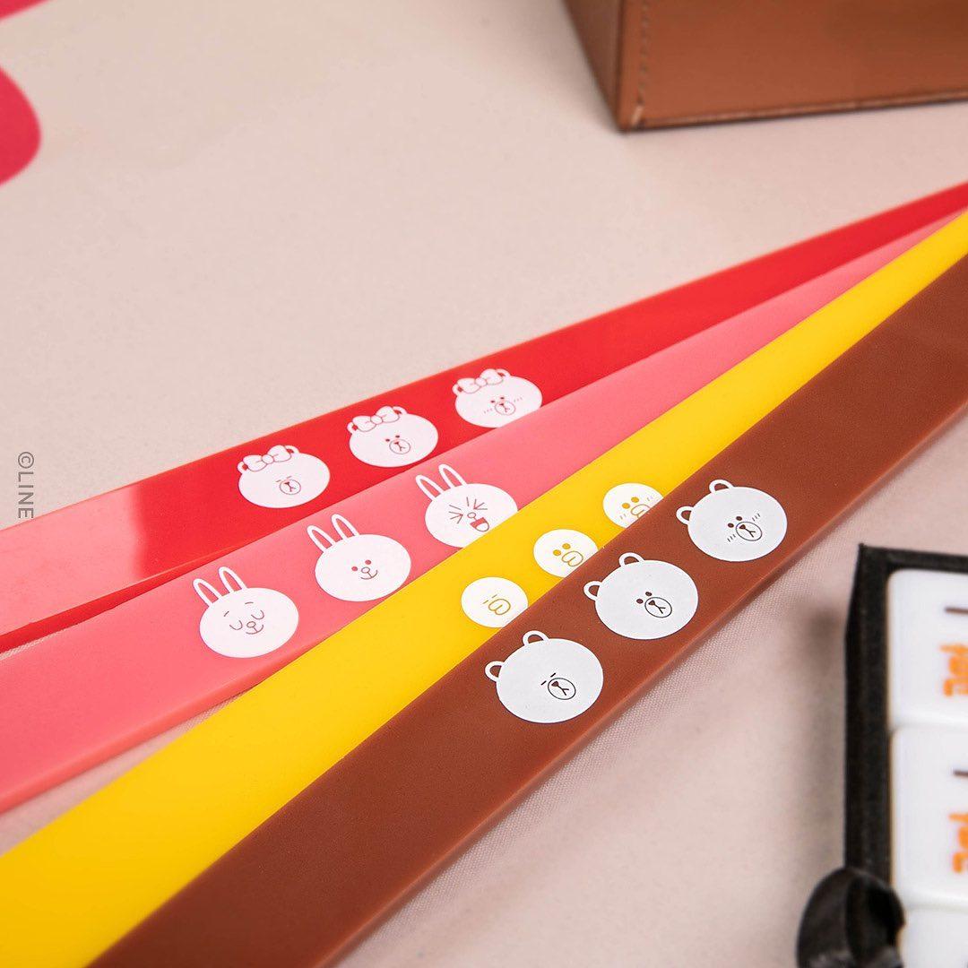 LINE FRIENDS mahjong set close up on tile holders