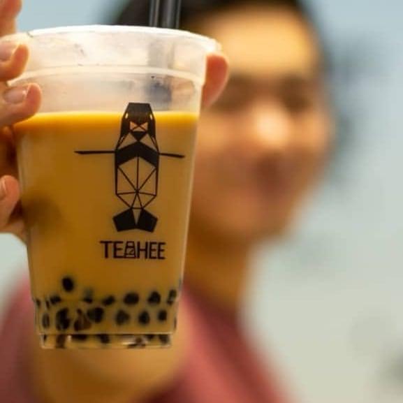 milk tea with pearls at teahee bubble tea studio singapore